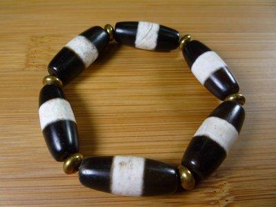 【珠添神聖】老礦玉髓鑲蝕陰陽黑白珠一線珠天珠手鍊一串六顆~直購免運費送檀油~2