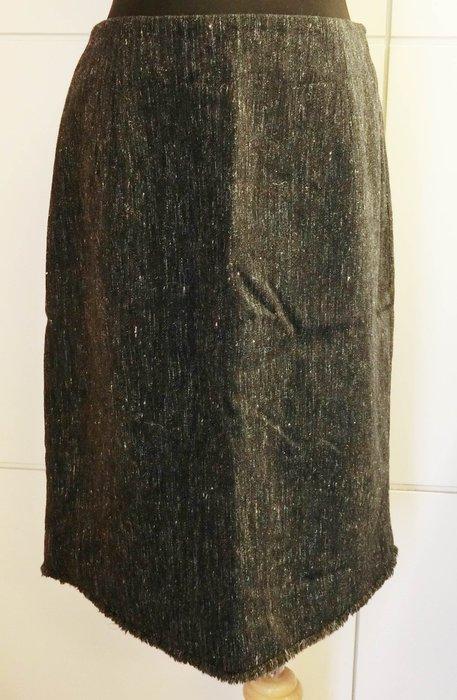 大降價!近全新義大利製設計師品牌 SISI 100% Wool 深藍色底高質感羊毛及膝裙短裙,保存非常良好!免運無底價!