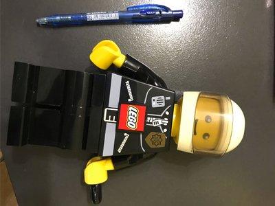 中古 樂高 交通警LEGO LED TORCH FIGURE  手動發光 電筒 郵寄 或 順豐到付