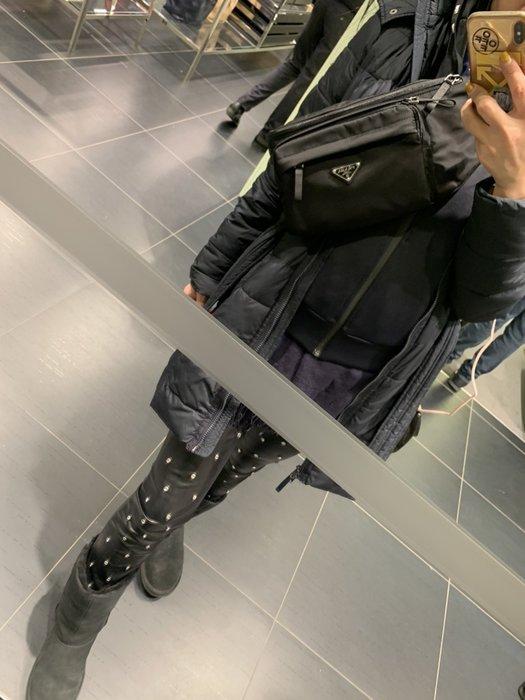 Prada 腰包。黑。深藍2色 連線特價16800/個 國外代購預購