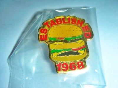 aaL皮商旋.(企業寶寶玩偶娃娃)早期台灣製全新附袋ESTABLISHED 1968漢堡造型紀念章/徽章/勳章!