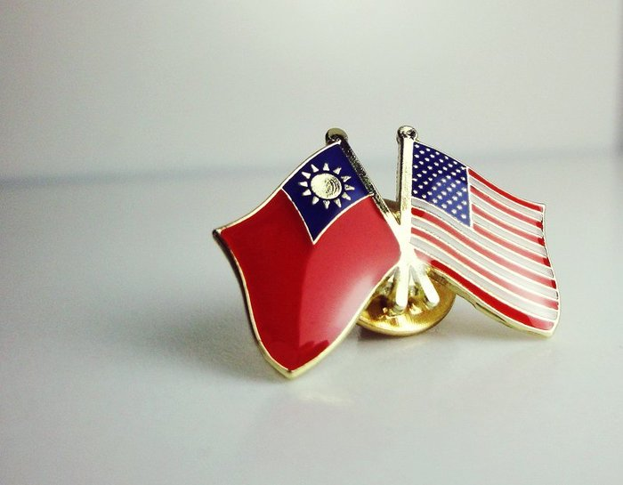【衝浪小胖】台灣、美國雙旗徽章/胸章/胸針/勳章/中華民國/Taiwan/USA