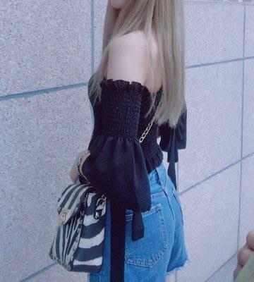 韓版 一字領短上衣露肩喇叭袖露肚臍彈力壓褶 可搭高腰褲
