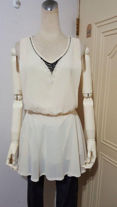 精品服飾杏色手工縫珠飾V領鬆緊縮腰長版雪紡衫(適S~M)*250元直購價*