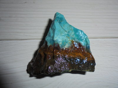 註383台灣藍寶/藍玉髓 都蘭藍寶 這顆多種表現.帶紫玉血絲.金龍紋 外形像座山.有開一小窗玉髓質地   美石