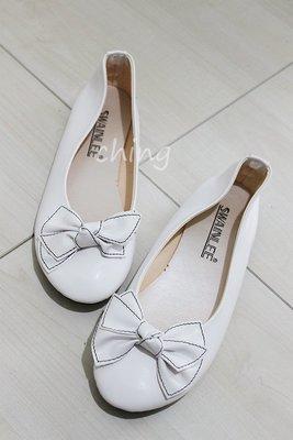 全新。平底白色娃娃鞋  蝴蝶結  23.5號
