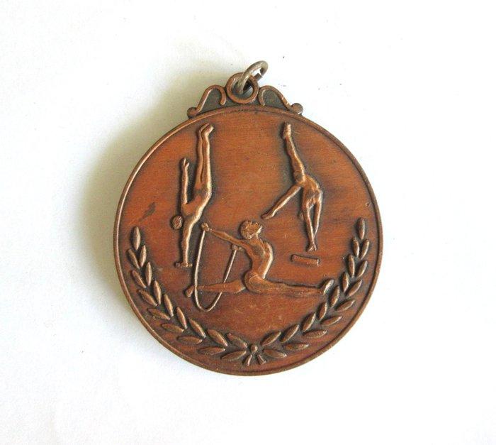 出賣家藏--71年中正盃體操比賽獎牌