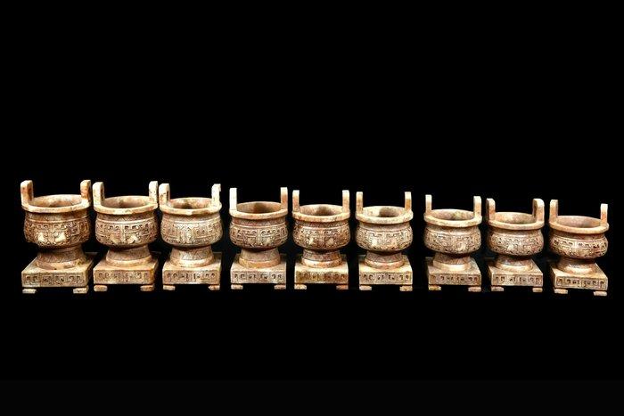 《博古珍藏》款乾隆御製【天然白玉饕餮紋一言九鼎玉鼎一套】20.7公斤.重器老件.附錦盒.底價回饋.可刷卡分期