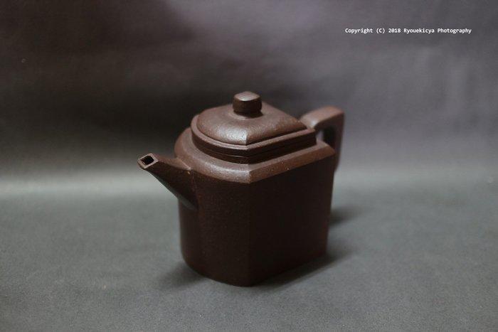 束鳳英 / 抱石壺 四方壺 250ml 原礦 紫砂壺【特價】