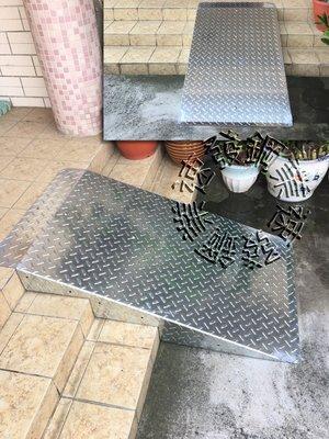 速發~專業包覆式樓梯專用斜坡板板爬坡花紋老人居家照顧行走止滑板台階走道斜板~機車殘障輪椅電動車~平台腳踏板~無障礙通道