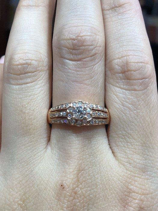 總重65分天然鑽石戒指,玫瑰K金戒台,主鑽放大款式,現金出清價29800,主鑽放大50分效果,八心八箭完美車工