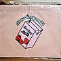 CHUU草莓牛奶化妝包手拿包》 Strawberry Milk飲料粉紅 字母logo收納袋筆袋 萬用包文具3C包袋內包多功能包票卡零錢包 護照包小物包 韓國品牌