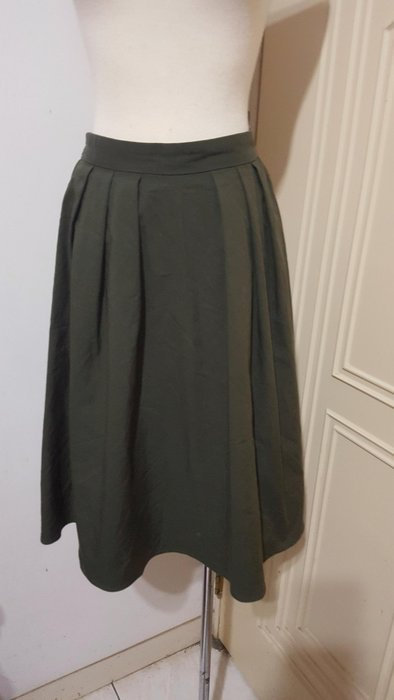 日本uniglo之GU品牌軍綠色後彈性腰圍打摺棉質中裙L號(適27~31腰)*290元直購價*