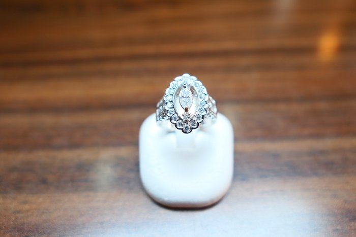 [吉宏精品交流中心]31分 天然鑽石 馬眼 造型 戒指(附證書)