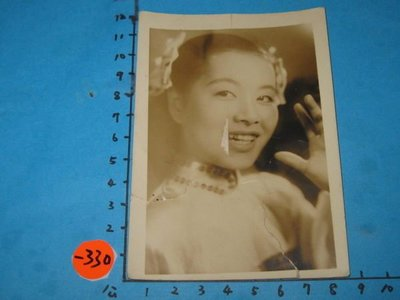 日本國寶歌星,美空雲雀,古董,黑白老照片,相片-3