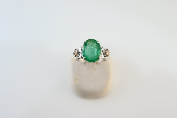 [吉宏精品交流中心]4.25克拉 天然祖母綠 香檳彩鑽 白K金 造型 戒指(附證書)