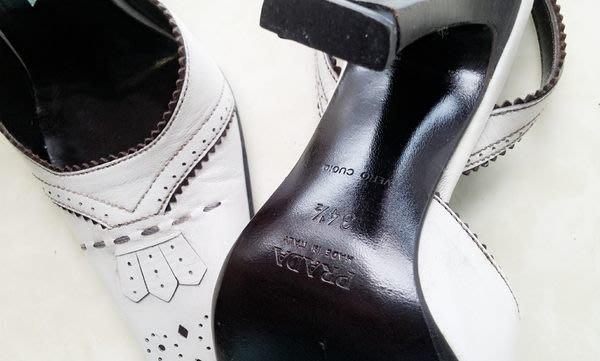 Prada 真皮米白雕花牛津鞋面高跟涼鞋