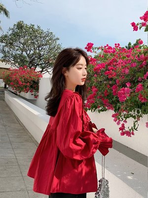 可可里小姐的衣櫃【3.8新品】系帶v領襯衫女設計感小眾喇叭袖紅色娃娃衫寬松上衣潮