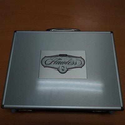 2017-18 Flawless NBA 超貴鋁製手提箱空盒(有很多個)