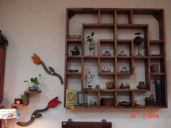 原木工坊~~(原木手工傢俱訂做)壁掛展示架 可做展示使用或珍藏品陳列喔~