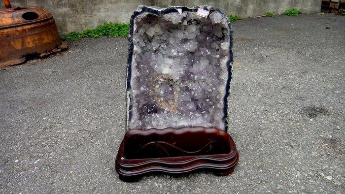 [福田工藝]水晶洞長25cm寬19cm高17.5cm淨重18.5公斤含座18.5公斤[晶洞11]