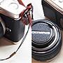 (BEAGLE) 真皮相機專用鏡頭蓋防丟蒙皮貼 SAMSUNG 58mm頭蓋貼 鏡頭蓋防丟繩NX300M/NX300