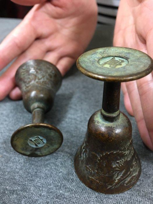 寶奇屋   老件銅器/銅雕/浮雕青銅古物/ 高腳老件龍鳳古銅杯一對/有落款/
