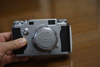 【售】超級美機經典 KONICA IIa 48mm f2.0 大光圈 附原廠金屬鏡頭蓋