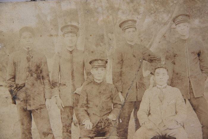 1124-回饋社會-特價品-日據時期(新竹北埔)學生照-原版大張-老照片(背貼膠帶)珍貴文獻-收藏品(郵寄免運費)