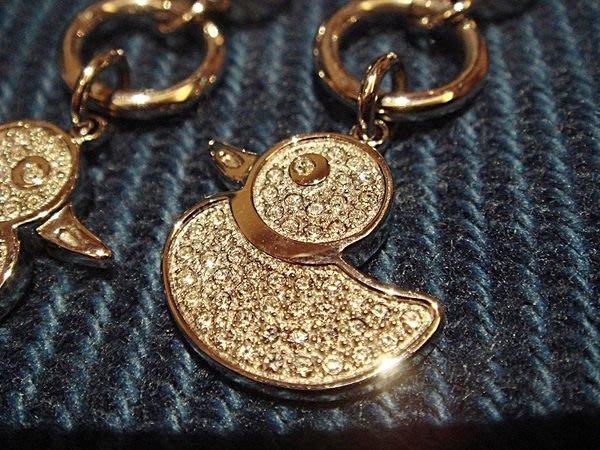 大降價!全新經典名牌【Folli Follie 可愛小鴨設計款鑲水晶穿式耳環】,低價起標無底價!本商品免運費!