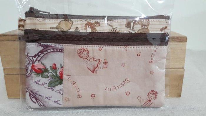 ~小茉莉~手作拼布雙拉鍊錢包  棉布手作雙層拉鍊拼布錢包→鄉村娃娃 歐風玫瑰 zakka
