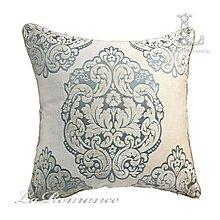 【芮洛蔓 La Romance】古典風情系列米色底搭藍綠色圖騰抱枕 / 靠枕 / 靠墊 / 方枕