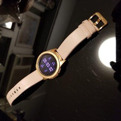 1.5GB 玫瑰金 Samsung Galaxy Watch 42mm eSIM LTE版,內置揚聲器,隨時接聽電話及回覆短訊,三星保用到 2020年5月21日