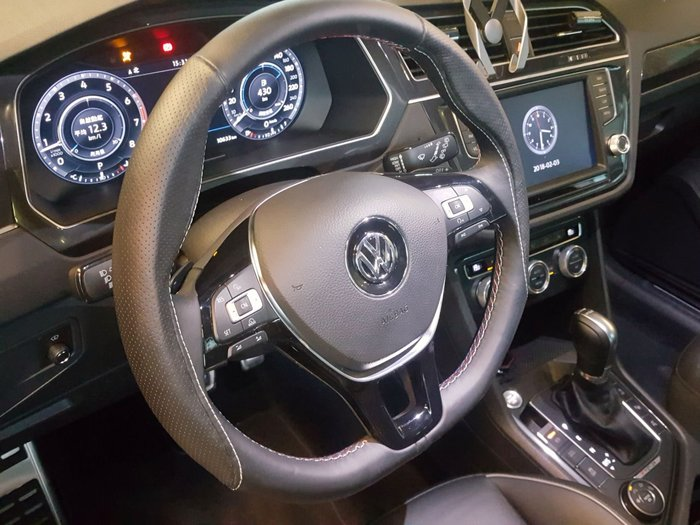 VW 特殊造型方向盤施工~BMW.BENZ.PORSCHE.AUDI.VOLVO.ALFA.BENTLEY.MP4