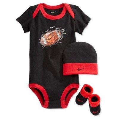 【雷恩的美國小舖】Nike 男生 三件式 黑衣紅邊 橄欖球包屁衣附帽子 襪子~NIB0019