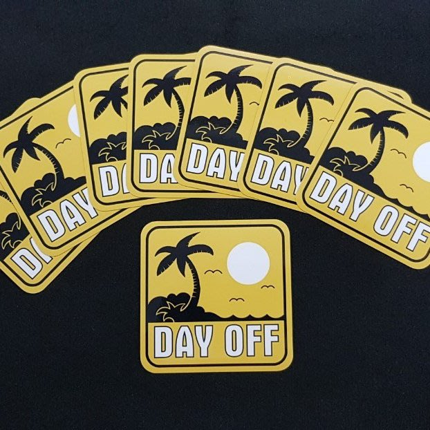 Day Off 防水貼紙。10X10公分