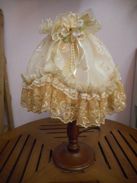 ~~凡爾賽生活精品~~全新咖啡色木製金玫瑰蕾絲刺繡造型小桌燈.檯燈~燈光可以微調