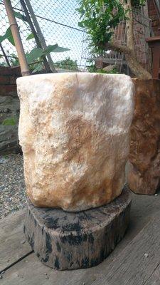 拼人氣,早期收藏,特大鐘乳石。重45.公斤,可當椅子,花台,