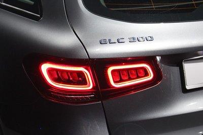 《※台灣之光※》全新 BENZ GLC X253 W253 C253 歐規一般版舊款升級新款LED光條光柱尾燈後燈組