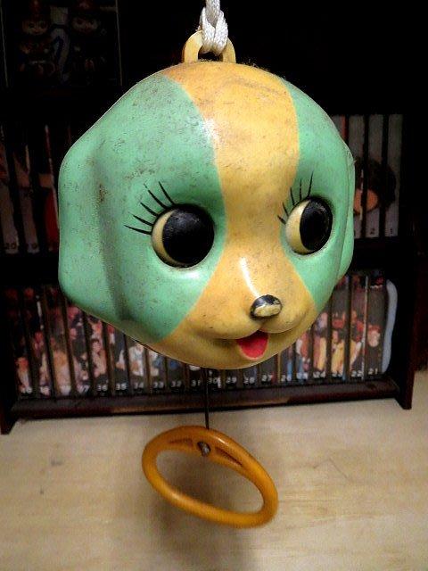 【 金王記拍寶網 】Z250    60年代 寶寶嬰兒車內可愛拉拉音樂盒  (正老品) 純懷舊素材擺設 罕見稀少 一件