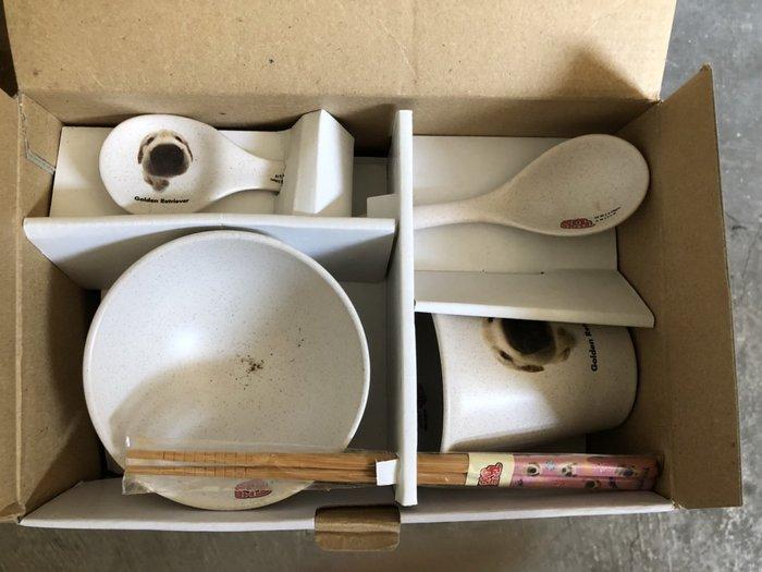 大高雄冠均二手貨家具(全省收購)---【全新】beagle  大頭狗  碗盤組    數量不多    訂購要快