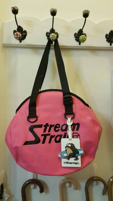 日本StreamTrail戶外防水包~衝浪蛙行李牌 吊飾 鎖圈 名牌 相框跟悠遊卡夾