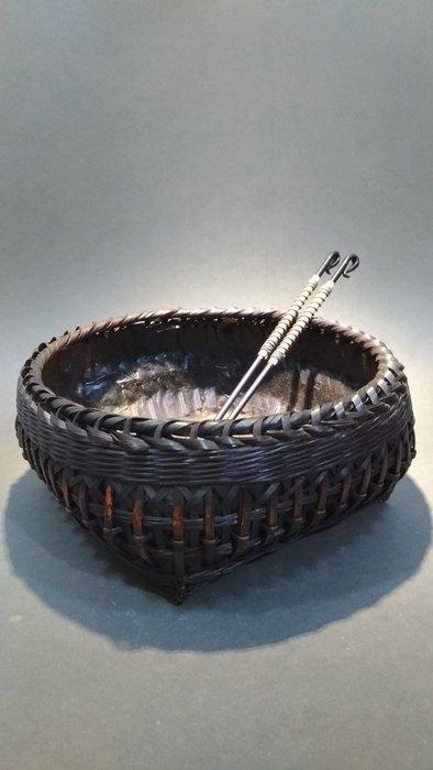 ☆清沁苑☆日本火鉢道具~手作丸型煤竹炭籠+鍛造鐵火箸 ~d578 特價品