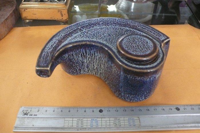 紫色小館88-----陶壺