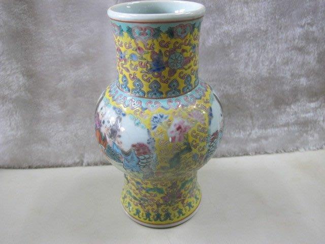二手舖 NO.4419 陶瓷小花瓶 老件收藏 小童嬉戲式樣 上釉 大清乾隆年製