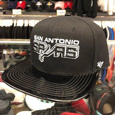 BEETLE 47 BRAND NBA SAN ANTONIO SPURS 馬刺 LOGO 黑灰 全黑 漆皮 後扣棒球帽