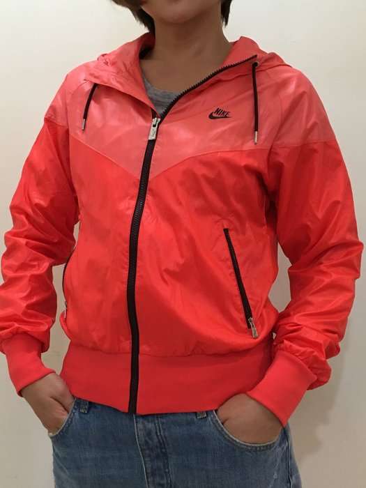 NIKE WINDRUNDER 紅橘 風中跑者運動精神色塊外套 26度線設計 輕薄設計 時尚運動騎車風衣 Size: M