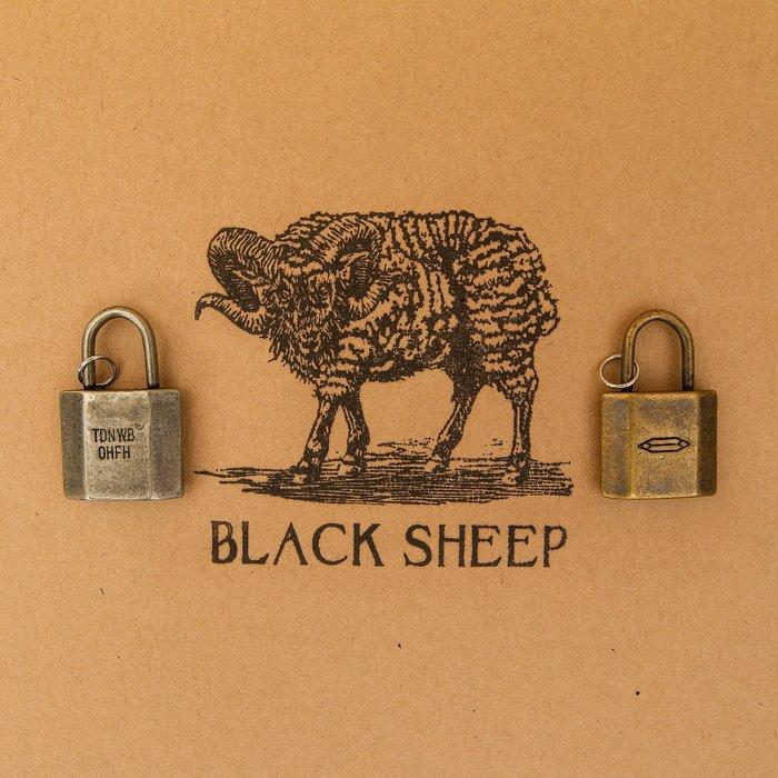 黑羊選物 黃銅 白銅 吊飾 鑰匙圈 附項鍊 小鎖造型  情侶款 純銅實心製成 有份量 送禮小物 兩色可選