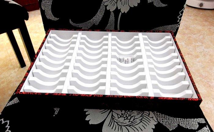 MIT工廠直營~專放手鐲40隻收納管理35*24*4.5公分~紅雲龍紋白泡棉/壓克力玉鐲展示盒收納盒珠寶盒陳列架~特價