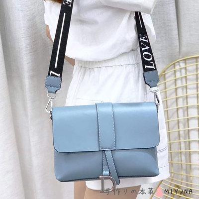 米友娜小字母方包(亞麻藍)購自momo 購物九成新,附兩條揹帶如購物網介紹